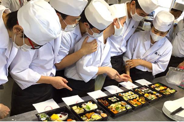 도쿄스시와쇼쿠조리전문학교 도시락조리실습 5.JPEG